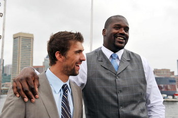 BALTIMORE, MD - AUGUST 22: Olympic swimmer Michael Phelps and basketball star Shaquille O'Neil pose for pictures after a press conference for O'Neil's new reality TV series 'Shaq Vs' at the Rusty Scupper Restuarant on Saturday, August 22, 2009 in Baltimor