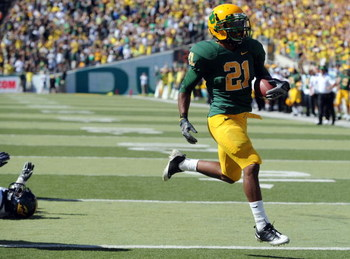 EUGENE, OR - SEPTEMBER 26: LaMichael James #21 of the Oregon Ducks scampers into the endzone for a touchdown in the second quarter of the game against the California Bears at Autzen Stadium on September 26, 2009 in Eugene, Oregon. (Photo by Steve Dykes/Ge