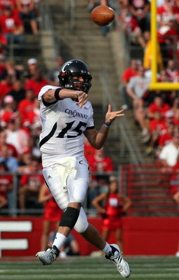 PISCATAWAY, NJ - SEPTEMBER 07:  Tony Pike #15 of the Cincinnati Bearcats throws a pass against the Rutgers Scarlet Knights at Rutgers Stadium on September 7, 2009 in Piscataway, New Jersey.  (Photo by Jim McIsaac/Getty Images)