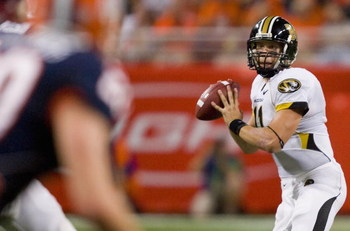 ST. LOUIS, MO - SEPTEMBER 5: Blaine Gabbert #11 of the University of Missouri Tigers passes against the University of Illinois Fighting Illini during the State Farm Arch Rivalry on September 5, 2009 at the Edward Jones Dome in St. Louis, Missouri.  The Ti