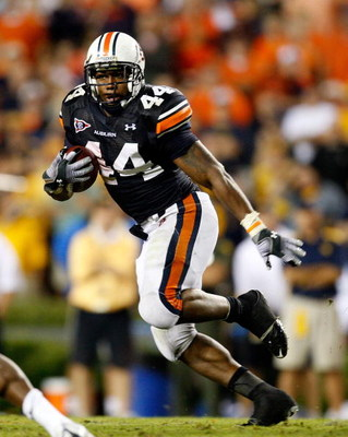 AUBURN, AL - SEPTEMBER 19:  Ben Tate #44 of the Auburn Tigers against the West Virginia Mountaineers at Jordan-Hare Stadium on September 19, 2009 in Auburn, Alabama.  (Photo by Kevin C. Cox/Getty Images)