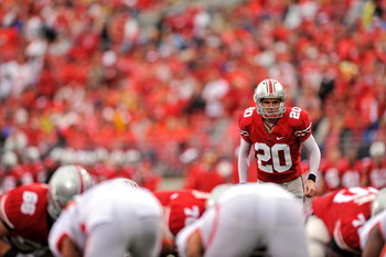 COLUMBUS, OH - SEPTEMBER 26:  Placekicker Aaron Pettry #20 of the Ohio State Buckeyes waits for the snap on his third field goal attempt against the Illinois Fighting Illini at Ohio Stadium on September 26, 2009 in Columbus, Ohio. Pettry was three for thr