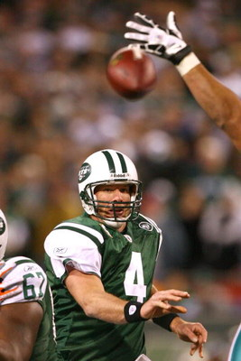 EAST RUTHERFORD, NJ - DECEMBER 28: Brett Favre #4 of The New York Jetspasses the ball against The Miami Dolphins during their game on December 28, 2008 at Giants Stadium in East Rutherford, New Jersey. (Photo by Al Bello/Getty Images)