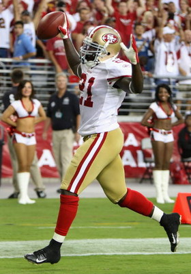 GLENDALE, AZ - SEPTEMBER 13:  Runningback Frank Gore #21 of the San Francisco 49ers scores a 3 yard touchdown reception against the Arizona Cardinals during the NFL game at the Universtity of Phoenix Stadium on September 13, 2009 in Glendale, Arizona. The