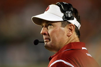 FORT LAUDERDALE, FL - OCTOBER 03: Head coach Bob Stoops of the Oklahoma Sooners looks up to the scoreboard with less than a minute to go in the game against the Miami Hurricanes at Land Shark Stadium on October 3, 2009 in Fort Lauderdale, Florida. Miami d