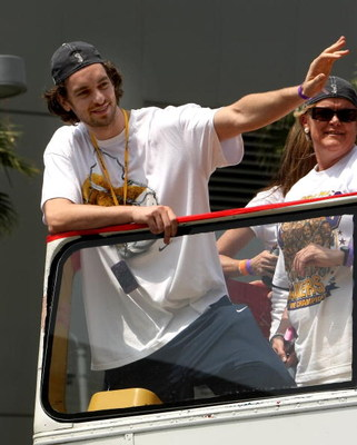 LOS ANGELES, CA - JUNE 17:  Pau Gasol #16  waves to the crowd from the top of a double decker bus at the start of Los Angeles Lakers NBA championship victory parade outside the Staples Center on June 17, 2009 in Los Angeles, California.  (Photo by Stephen