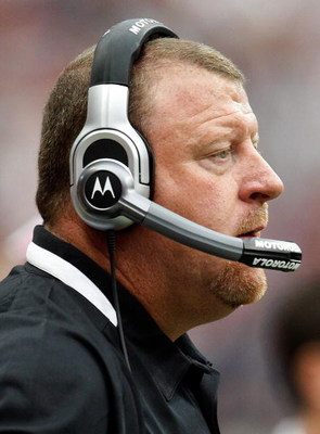 HOUSTON - OCTOBER 04:  Head coach Tom Cable of the Oakland Raiders at Reliant Stadium on October 4, 2009 in Houston, Texas.  (Photo by Ronald Martinez/Getty Images)