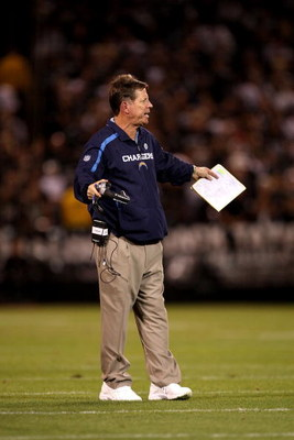 OAKLAND, CA - SEPTEMBER 14:  San Diego Chargers head coach Norv Turner talks to his team during their game against the Oakland Raiders on September 14, 2009 at the Oakland-Alameda County Coliseum in Oakland, California.  (Photo by Ezra Shaw/Getty Images)
