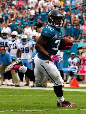 JACKSONVILLE, FL - OCTOBER 04:  Maurice Jones-Drew #32 runs for a touchdown during the game against the Tennessee Titans at Jacksonville Municipal Stadium on October 4, 2009 in Jacksonville, Florida. Many players and officials in the NFL wore pink as part