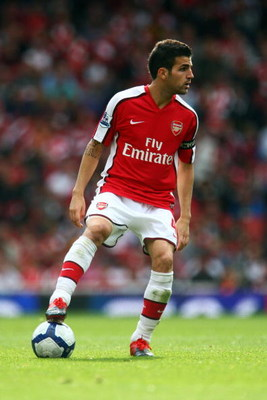LONDON, ENGLAND - OCTOBER 04:  Cesc Fabregas of Arsenal controls the ball during the Barclays Premier League match between Arsenal and Blackburn Rovers at Emirates Stadium on October 4, 2009 in London, England.  (Photo by Phil Cole/Getty Images)