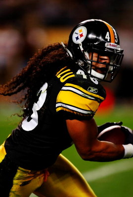 PITTSBURGH - SEPTEMBER 10:  Troy Polamalu #43 of the Pittsburgh Steelers runs with the ball against the Tennessee Titans during the game at Heinz Field on September 10, 2009 in Pittsburgh, Pennsylvania. (Photo by Scott Boehm/Getty Images)