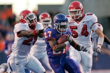 BOISE, ID - NOVEMBER 28: Jeremy Avery #27 of the Boise State Broncos runs against the Fresno State Bulldogs during their game on November 28, 2008 at Bronco Stadium in Boise, Idaho.  (Photo by Otto Kitsinger III/Getty Images)