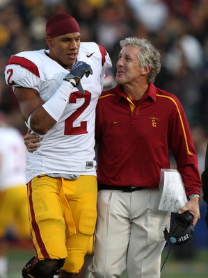 BERKELEY, CA - OCTOBER 03:  Head coach Pete Carroll of the USC Trojans talks with Taylor Mays #2 against the California Golden Bears at Memorial Stadium on October 3, 2009 in Berkeley, California.  (Photo by Jed Jacobsohn/Getty Images)