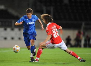 GUIMARAES, PORTUGAL - JULY 31:  Eugene Bopp (L) of Portsmouth is challenged by David Luiz of Benfica during the Guimaraes Trophy match between Portsmouth and Benfica at the Alfonso Henriques stadium on July 31, 2009 in Guimaraes, Portugal.  (Photo by Deni