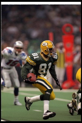 26 Jan 1997:  Wide receiver Desmond Howard of the Green Bay Packers moves the ball during Super Bowl XXXI against the New England Patriots at the Superdome in New Orleans, Louisiana.  The Packers won the game, 35-21. Mandatory Credit: Rick Stewart  /Allsp