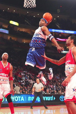 HOUSTON - FEBRUARY 19:  Vince Carter #15 of the East Team dunks the ball in the first half at the 2006 NBA All-Star Game during NBA All-Star Weekend at the Toyota Center on February 19, 2006 in Houston, Texas. NOTE TO USER: User expressly acknowledges and