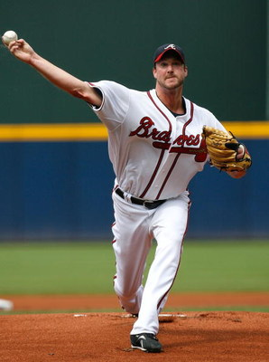 ATLANTA - AUGUST 01:  Starting pitcher Derek Lowe #32 of the Atlanta Braves against the Los Angeles Dodgers on August 1, 2009 at Turner Field in Atlanta, Georgia.  (Photo by Kevin C. Cox/Getty Images)