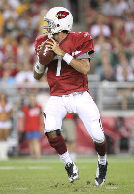 GLENDALE, AZ - AUGUST 28:  Quarterback Matt Leinart #7 of the Arizona Cardinals drops back to pass during the third quarter against the Green Bay Packers at the University of Phoenix Stadium on August 28, 2009 in Glendale, Arizona.  (Photo by Christian Pe