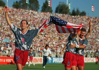 22 JUN 1994:  THOMAS DOOLEY OF USA CELEBRATES WITH HIS TEAM MATES ON A LAP OF HONOUR AFTER THEIR 2-1 VICTORY OVER COLOMBIA . GAME FIFTEEN IN THE FIRST STAGE OF THE 1994 WORLD CUP FINALS. USA WON THE MATCH 2-1 Mandatory Credit: Shaun Botterill/ALLSPORT