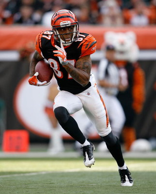 CINCINNATI - SEPTEMBER 27:  Andre Caldwell #87 of the Cincinnati Bengals runs with the ball against the Pittsburgh Steelers at Paul Brown Stadium on September 27, 2009 in Cincinnati, Ohio.  The Bengals won 23-20.  (Photo by Andy Lyons/Getty Images)