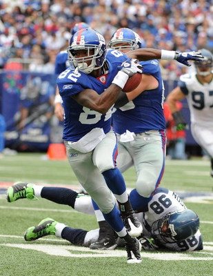 EAST RUTHERFORD, NJ - OCTOBER 05:  Mario Manningham #82 of the New York Giants runs with the ball against the Seattle Seahawks during their game on October 5, 2008 at Giants Stadium in East Rutherford, New Jersey.  (Photo by Al Bello/Getty Images)