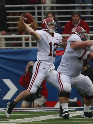 OXFORD, MS - OCTOBER 10:  Quarterback Greg McElroy #12 of the Alabama Crimson Tide looks for a receiver during their game against the Mississippi Rebels at Vaught-Hemingway Stadium on October 10, 2009 in Oxford, Mississippi. (Photo by Dave Martin/Getty Im