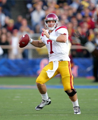 BERKELEY, CA - OCTOBER 03:  Matt Barkley #7 of the USC Trojans passes the ball during their game against the California Golden Bears at California Memorial Stadium on October 3, 2009 in Berkeley, California.  (Photo by Ezra Shaw/Getty Images)