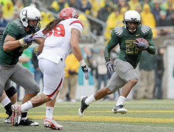 EUGENE, OR - SEPTEMBER 19: LaMichael James #21 of the Oregon Ducks looks for some running room as Sealver Siliga #98 closes in on him in the second quarter of the game at Autzen Stadium on September 19, 2009 in Eugene, Oregon. James had 157 yards and scor