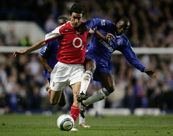 LONDON, ENGLAND - APRIL 20:  Robert Pires of Arsenal battles with Claude Makelele of Chelsea during the Barclays Premiership match between Chelsea and Arsenal at Stamford Bridge on April 20, 2005 in London, England.  (Photo by Ben Radford/Getty Images)