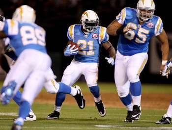 OAKLAND, CA - SEPTEMBER 14:  LaDainian Tomlinson #21 of the San Diego Chargers runs with the ball during their game against the Oakland Raiders on September 14, 2009 at the Oakland-Alameda County Coliseum in Oakland, California.  (Photo by Ezra Shaw/Getty