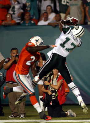 MIAMI - OCTOBER 12:  Receiver Braylon Edwards #17 of the New York Jets catches a pass against the Miami Dolphins at Land Shark Stadium on October 12, 2009 in Miami, Florida.  (Photo by Marc Serota/Getty Images)