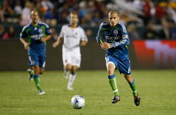 CARSON, CA - AUGUST 15:  Osvaldo Alonso #6 of the Seattle Sounders FC runs with the ball against the Los Angeles Galaxy at the Home Depot Center on August 15, 2009 in Carson, California. Sounders FC defeated the Galaxy 2-0.  (Photo by Jeff Gross/Getty Ima