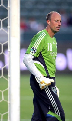 CARSON, CA - AUGUST 15:  Goalkeeper Kasey Keller #18 of Seattle Sounders FC warms up prior to their MLS match against the Los Angeles Galaxy at The Home Depot Center on August 15, 2009 in Carson, California. Sounders FC defeated the Galaxy 2-0. (Photo by