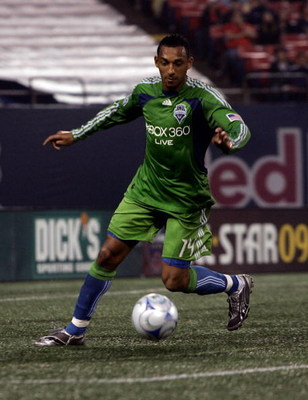 EAST RUTHERFORD, NJ - JUNE 20:  Tyrone Marshall #14 of the Seattle Sounders FC plays the ball against the New York Red Bulls at Giants Stadium in the Meadowlands on June 20, 2009 in East Rutherford, New Jersey.  (Photo by Mike Stobe/Getty Images for New Y
