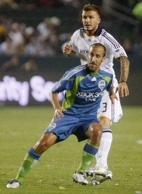 CARSON, CA - AUGUST 15:  Peter Vagenas #8 of the Seattle Sounders FC battles against David Beckham #23 of the Los Angeles Galaxy during the game at The Home Depot Center on August 15, 2009 in Carson, California. (Photo by Jeff Gross/Getty Images)