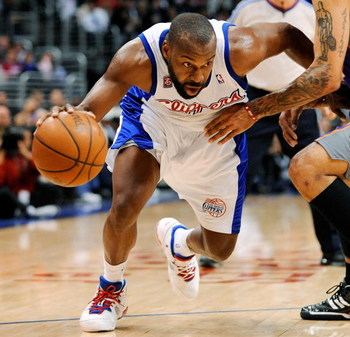 LOS ANGELES, CA - FEBRUARY 18:  Baron Davis #1 of the Los Angeles Clippers drives against Matt Barnes #22 of the Phoenix Suns at the Staples Center on February 18, 2009 in Los Angeles, California. NOTE TO USER: User expressly acknowledges and agrees that,