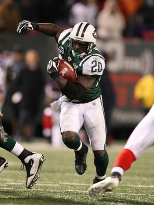 EAST RUTHERFORD, NJ - OCTOBER 18:  Thomas Jones #20 of The New York Jets runs with the ball against The Buffalo Bills defends during their game on October 18, 2009 at Giants Stadium in East Rutherford, New Jersey.  (Photo by Al Bello/Getty Images)