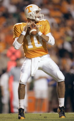 KNOXVILLE, TN - SEPTEMBER 16:  Quarterback Erik Ainge #10 of the University of Tennessee Volunteers passes the ball against the University of Florida Gators during the game on September 16, 2006 at Neyland Stadium in Knoxville, Tennessee.  The Gators won