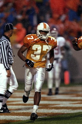 14 Nov 1998: Wide receiver Peerless Price #37 of the Tennessee Volunteers in action during the game against the Arkansas Razorbacks at the Neyland Stadium in Knoxville, Tennessee. The Volunteers defeated the Razorbacks 28-24.