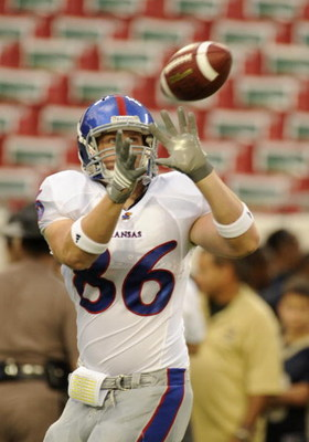 TAMPA, FL - SEPTEMBER 12: Tight end Tim Biere #86 of the Kansas University Jayhawks grabs a warmup pass before play against the University of South Florida Bulls at Raymond James Stadium on September 12, 2008 in Tampa, Florida.  (Photo by Al Messerschmidt