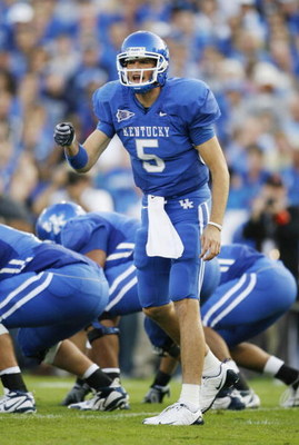 LEXINGTON, KY - SEPTEMBER 26: Quarterback Mike Hartline #5 of the Kentucky Wildcats signals to his team during the first quarter of the game against the Florida Gators at Commonwealth Stadium on September 26, 2009 in Lexington, Kentucky. (Photo by Andy Ly