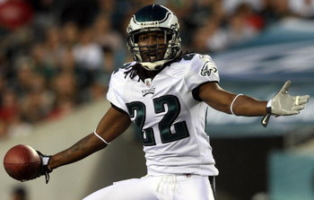 PHILADELPHIA - AUGUST 27:  Asante Samuel #22 of the Philadelphia Eagles reacts after a play against the Jacksonville Jaguars on August 27, 2009 at Lincoln Financial Field in Philadelphia, Pennsylvania.  (Photo by Jim McIsaac/Getty Images)