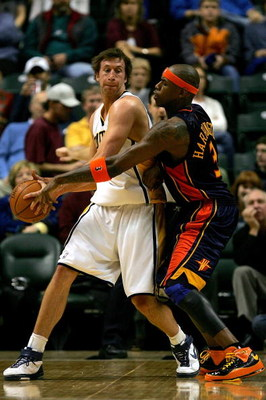 INDIANAPOLIS - JANUARY 16:  Troy Murphy #3 of the Indiana Pacers looks for an outlet pass while being gaurded by Al Harrington #3 of the Golden State Warriors January 16, 2008 at Conseco Fieldhouse in Indianapolis, Indiana.  (Photo by Matthew Stockman/Get