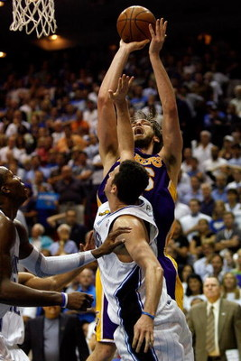 ORLANDO, FL - JUNE 09:  Pau Gasol #16 of the Los Angeles Lakers shoots over Hedo Turkoglu #15 of the Orlando Magic in the fourth quarter of Game Three of the 2009 NBA Finals on June 9, 2009 at Amway Arena in Orlando, Florida.  NOTE TO USER:  User expressl