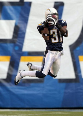 SAN DIEGO - DECEMBER 16:  Antonio Cromartie #31 of the San Diego Chargers makes an interception against the Detroit Lions during the fourth quarter at Qualcomm Stadium December 16, 2007 in San Diego California.  (Photo by Harry How/Getty Images)