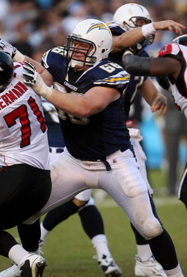 SAN DIEGO - NOVEMBER 30:   Tackle Jeromey Clary #66 of the San Diego Chargers blocks against the Atlanta Falcons on November 30, 2008 at Qualcomm Stadium in San Diego, California.  The Falcons won 22-16.  (Photo by Stephen Dunn/Getty Images)