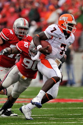COLUMBUS, OH - SEPTEMBER 26:  Juice Williams #7 of the Illinois Fighting Illini runs with the ball against the Ohio State Buckeyes at Ohio Stadium on September 26, 2009 in Columbus, Ohio.  (Photo by Jamie Sabau/Getty Images)