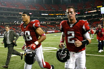 ATLANTA - OCTOBER 18:  Quarterback Matt Ryan #2 and Tony Gonzalez #88 of the Atlanta Falcons against the Chicago Bears at Georgia Dome on October 18, 2009 in Atlanta, Georgia.  (Photo by Kevin C. Cox/Getty Images)
