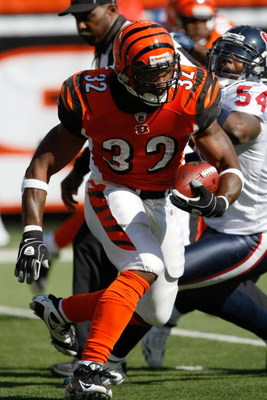 CINCINNATI, OH - OCTOBER 18: Running back Cedric Benson #32 of the Cincinnati Bengals runs with the football for a touchdown in the 2nd quarter against the Houston Texans at Paul Brown Stadium on October 18, 2009 in Cincinnati, Ohio. (Photo by Scott Boehm