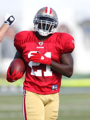 SANTA CLARA, CA - AUGUST 04:  Frank Gore #21 runs with the ball during the 49ers training camp at their practice facilities on August 4, 2009 in Santa Clara, California.  (Photo by Jed Jacobsohn/Getty Images)